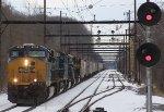 CSX 863 leads a 5 unit Q438